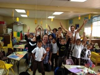 """עם תלמידים בבית ספר דמוקרטי בחו""""ל"""